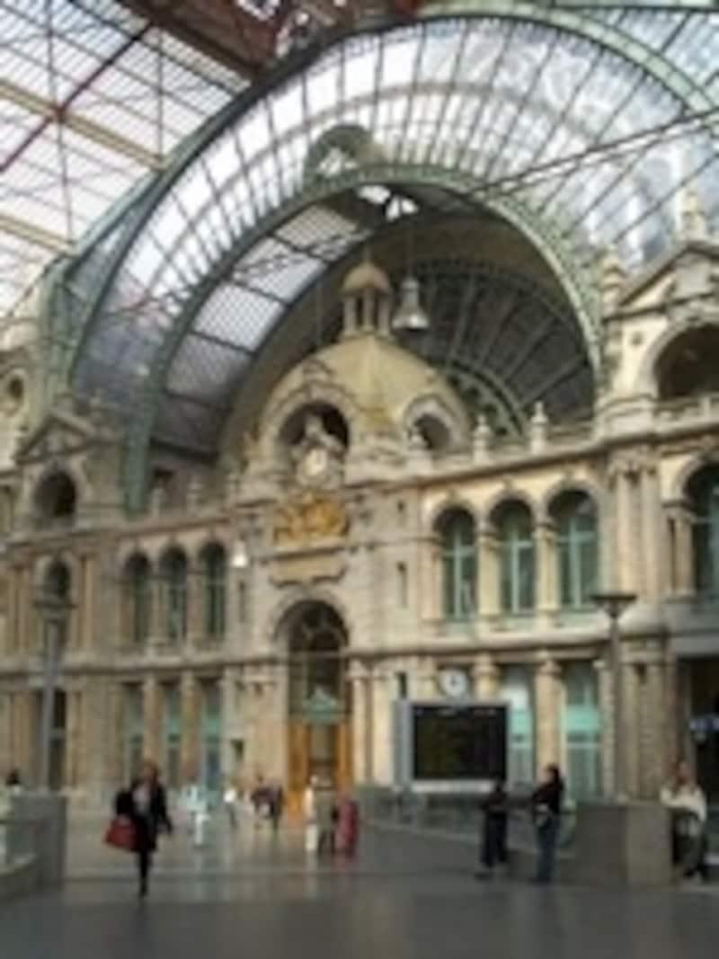 中央駅は高速特急の発着駅©ToerismeAntwerpen