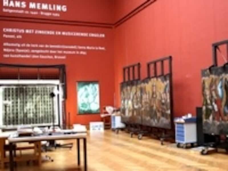 現在、メムリンクの絵画修復作業を公開中