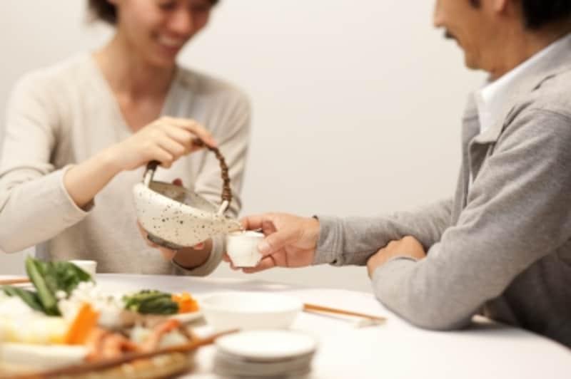 お手頃な日本酒、今夜の料理に合う日本酒、お土産用の日本酒…様々なリクエストに応えてくれるのが酒屋さんのいいところ。
