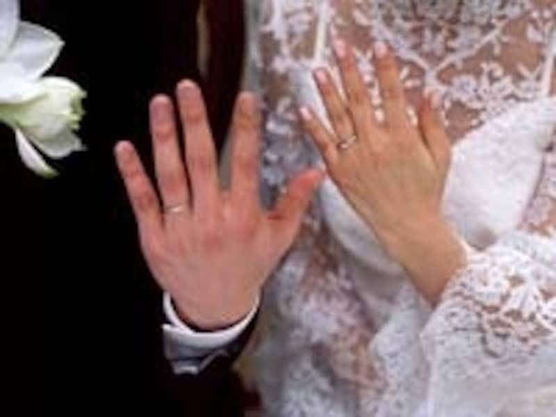 婚約指輪・結婚指輪選びは、結婚を決めた2人にとって一番楽しいお買い物。高額な商品だけにじっくり選びたい