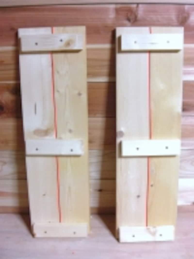 側板と側板の間(赤いラインのところ)