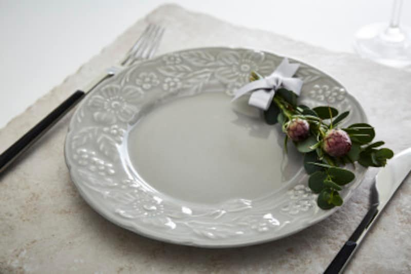結婚式をあげる会場で料理の試食を兼ねながら行うのもいい
