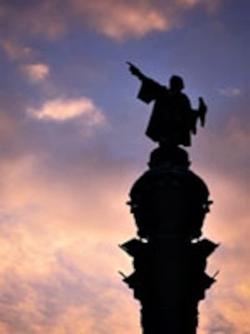 夕焼けに映えるコロンブスの塔。
