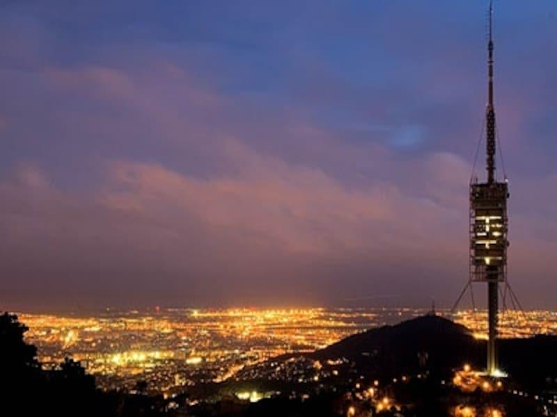 ティビダボの丘から望むロマンチックなバルセロナの夜景。