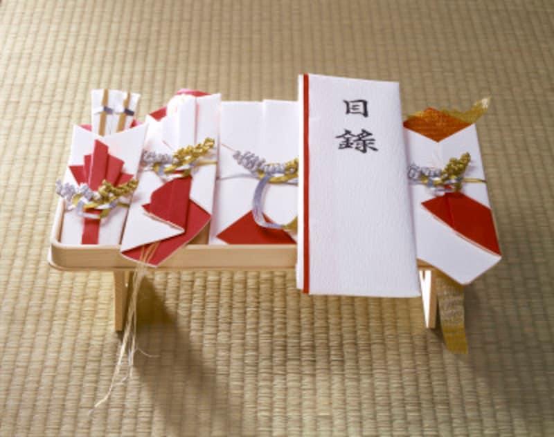 結納品は関東ではひとつの台に飾ります。これを一台飾りといいます