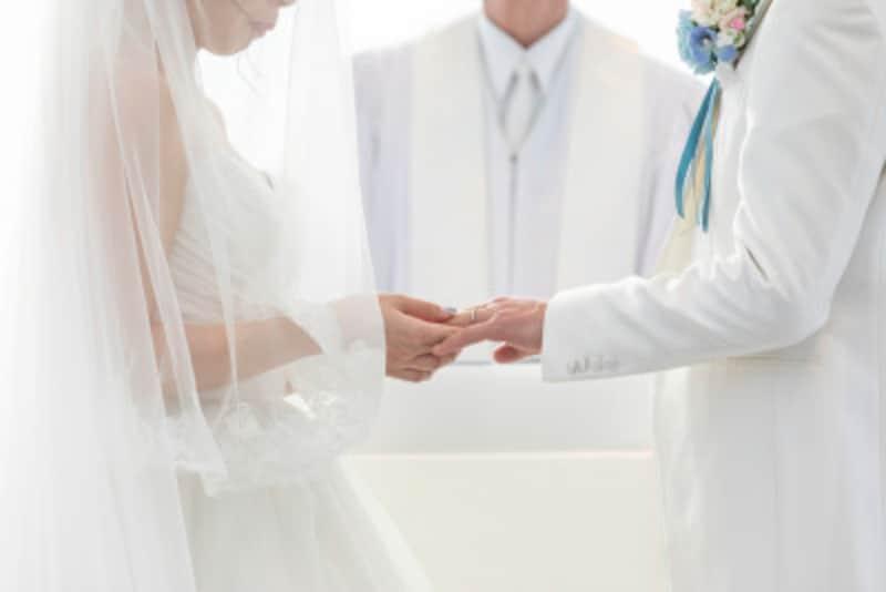 挙式とお披露目の会を広く行うのが日本のスタンダードな結婚式