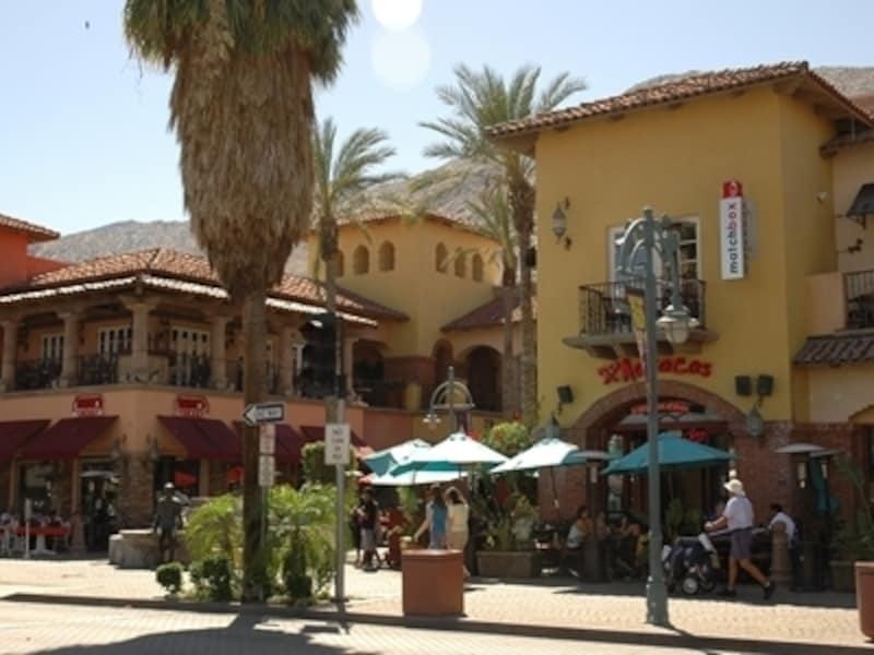 ロサンゼルスから東に約3時間。リゾート地パームスプリングス