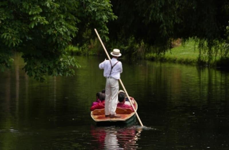 エイボン川を小船で