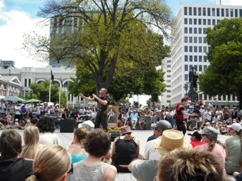 大聖堂広場ではよくイベントが開催されている。大道芸人のお祭り
