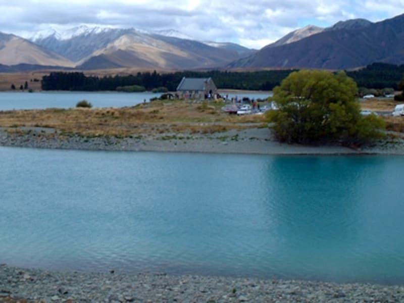 季節や天気によって色が変わるテカポ湖