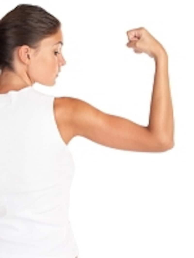 美しく引き締まった二の腕は、美意識の高さが現れるポイントパーツ。