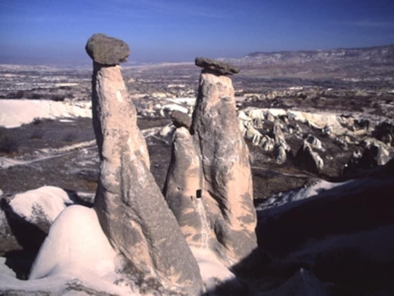 パシャパーの奇岩。かつてはこの下に妖精が住んでいたといわれている©牧哲雄
