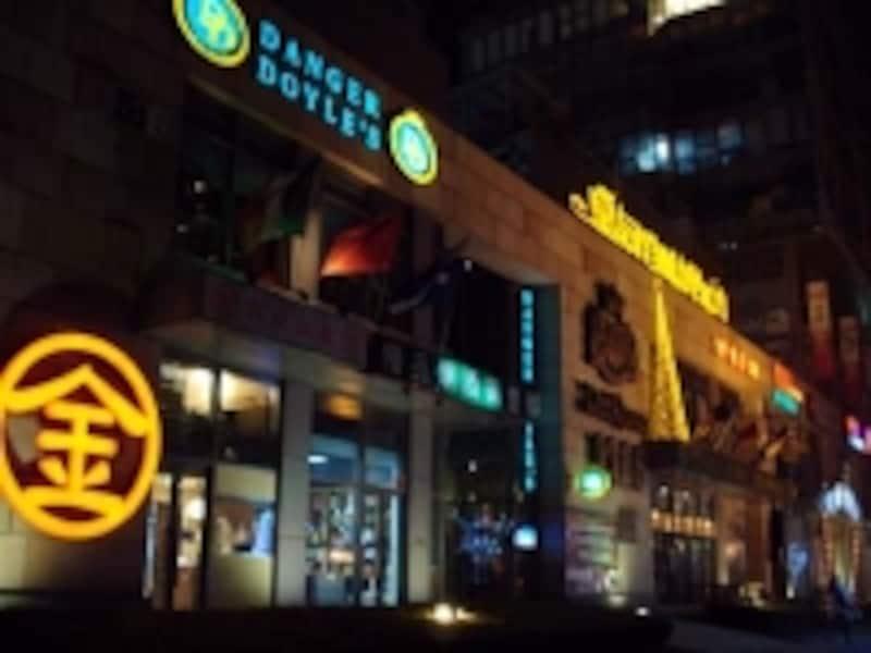 各国料理街の紅街、日本の丸金ラーメンも大人気