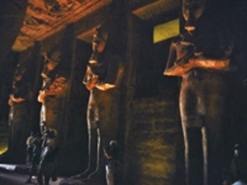 こちらも大神殿大列柱室。ラムセス2世の像であると同時に、オシリス神の像でもある