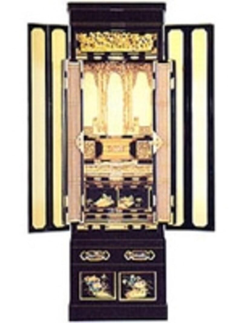 伝統的な金仏壇の内陣は、各本山の内陣を模して造られています。