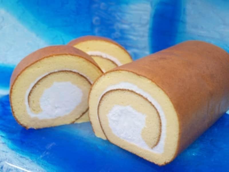 ふんわりと焼き上がったスポンジに甘さ抑えめのクリームが美味な塩ロールケーキundefined写真提供:宮城菓子店
