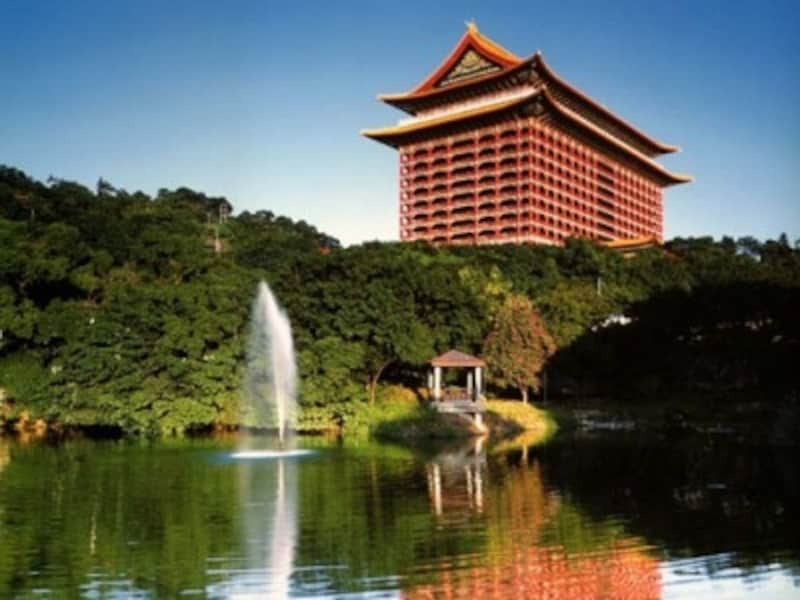 朱塗りの柱が印象的な圓山大飯店©中華民国観光局/黄孝思撮影