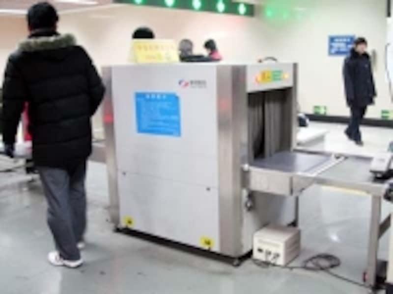 市内各地で実施される荷物検査