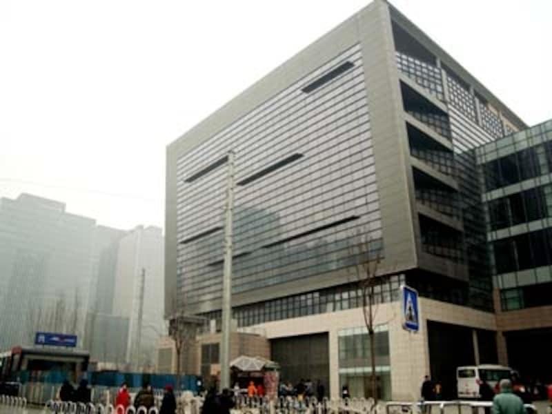 長距離バス、地下鉄、空港線が連結するターミナル駅として建設中の東直門駅