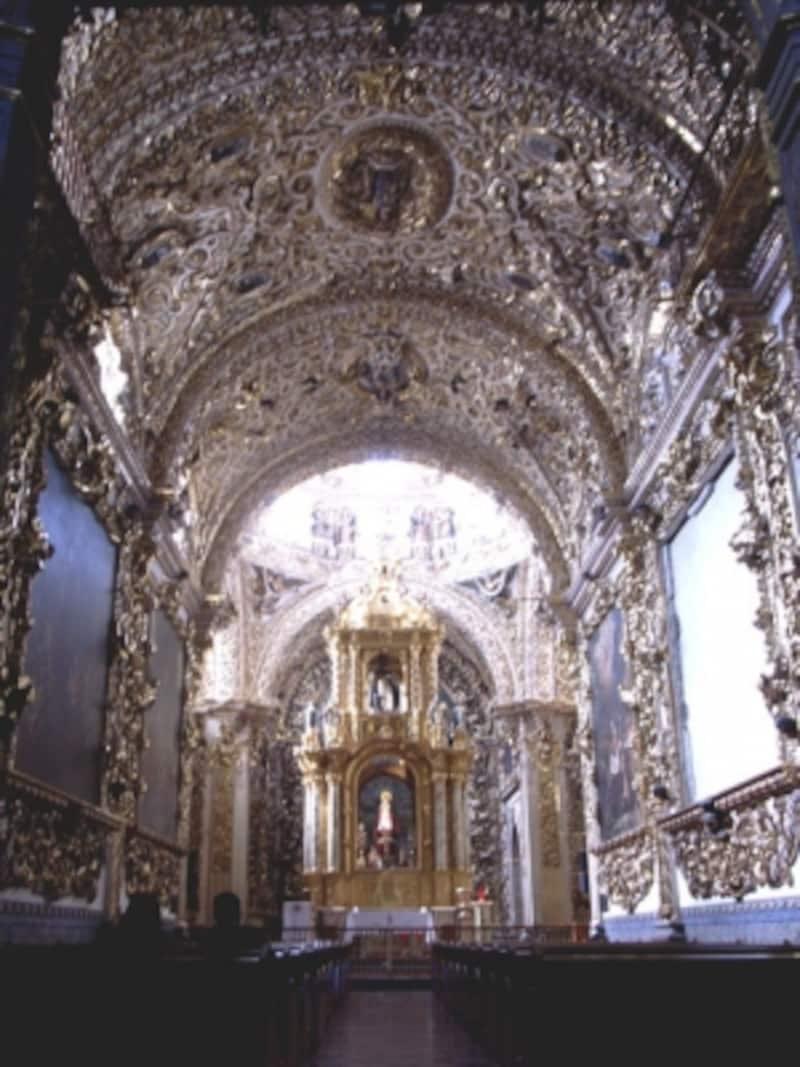 豪華絢爛のサントドミンゴ教会(プエブラ)内部