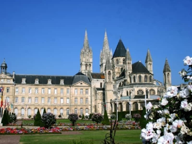 ウィリアム王のいた城や第二次世界大戦の舞台となった歴史を持つノルマンディー地方の代表都市カン©ATOUTFRANCE/CDTCalvados/CDTCalvados