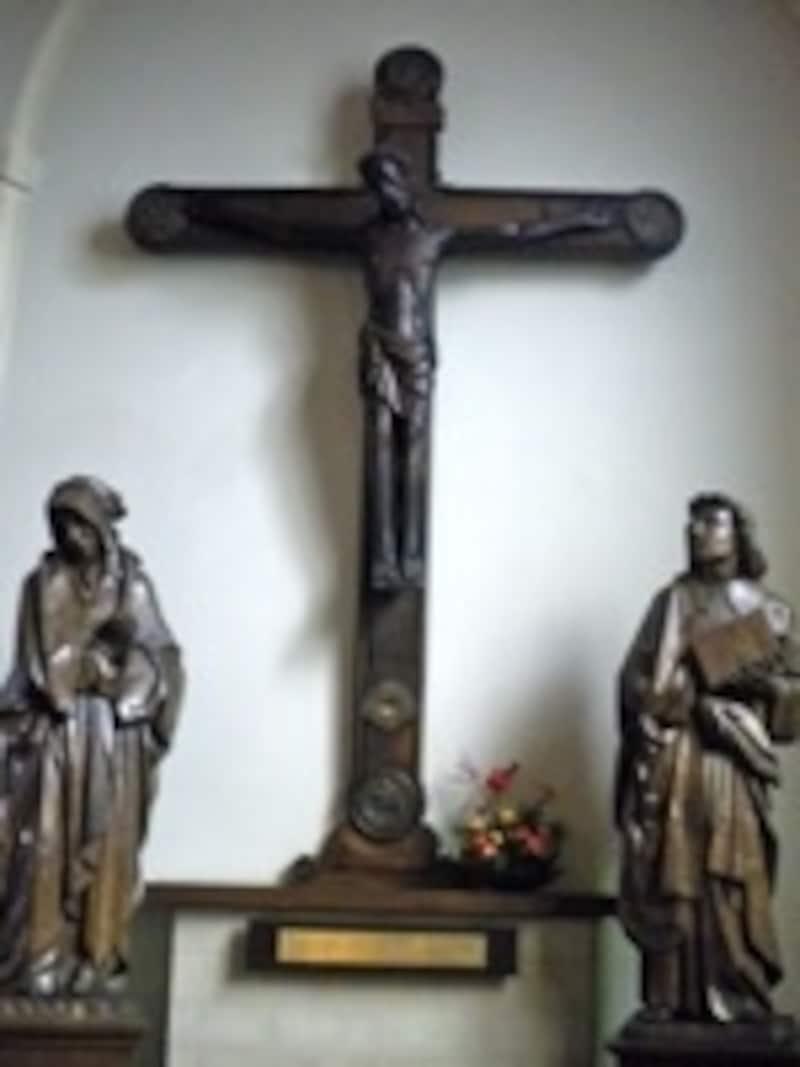 謎の黒い十字架は一見の価値あり