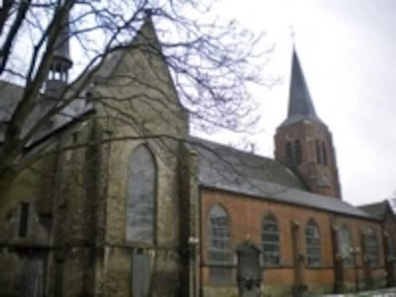 ネロとパトラッシュが仲良く眠る聖母教会