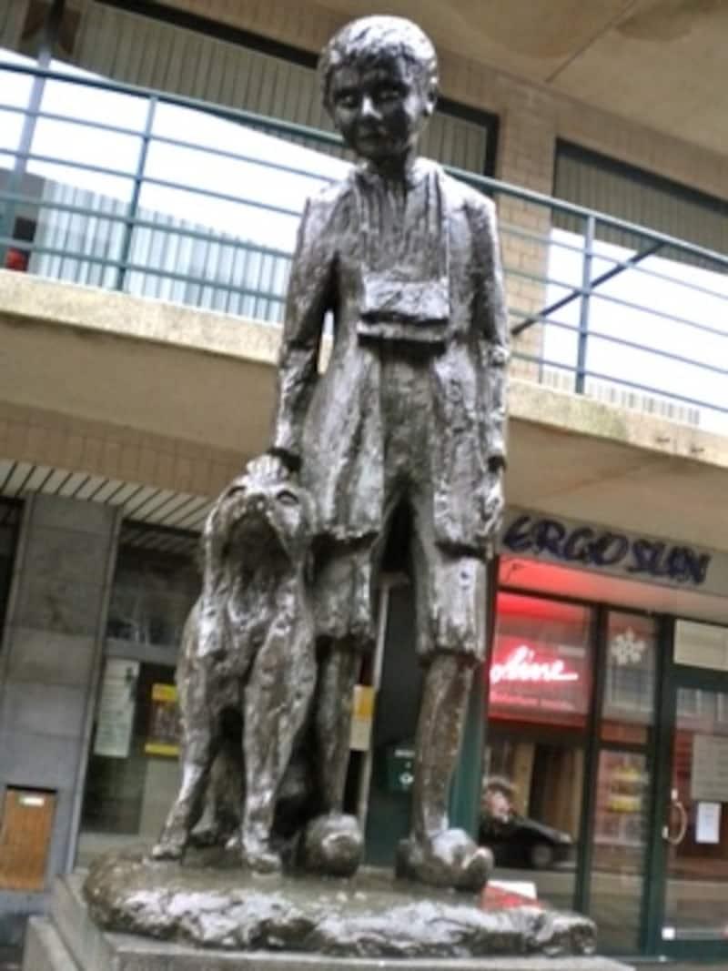 哀愁漂うネロ少年とパトラッシュの銅像