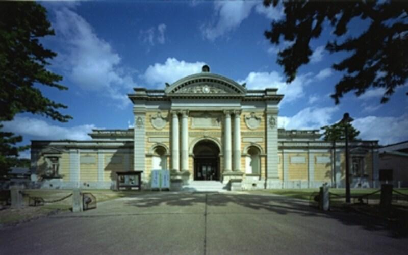 毎年秋口に開かれる正倉院展には世界中から訪問客が訪れる奈良国立博物館(本館)