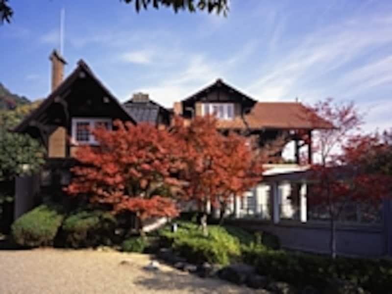 チューダー様式の別荘を美術館に改装した本館