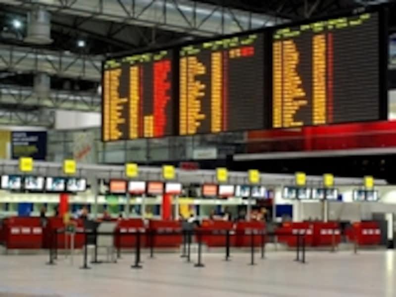 シェンゲン加盟国からの便が到着する第2ターミナル。加盟国以外からは第1ターミナルに到着します