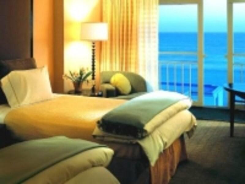 ビーチに沈む太陽を見ながらゆったりとした時間を過ごしたい(c)ロウズサンタモニカビーチホテル