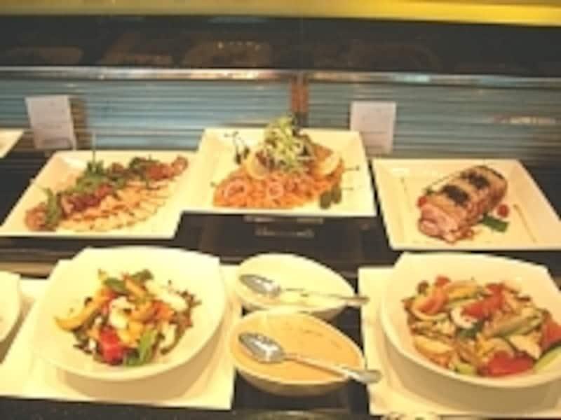 新鮮な野菜をたくさん使ったハイティーメニューは、健康志向の女性客から人気を集めています