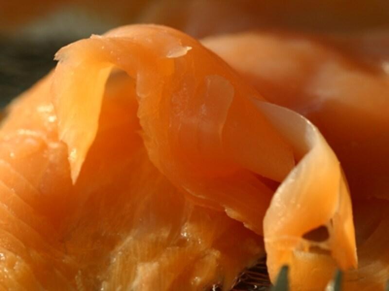 口当たりがやわらかい冷燻のスモークサーモン