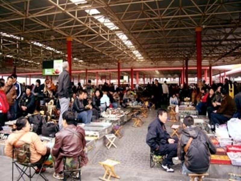 """骨董市場「藩家園」。中国ならではの""""安物買い""""を楽しんで!"""