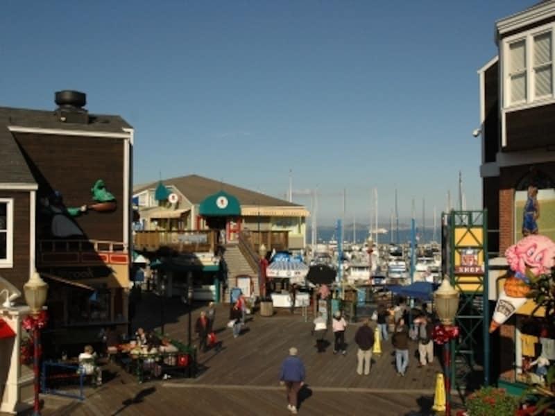 海沿いのピア39は、お土産を買うのに最適です!