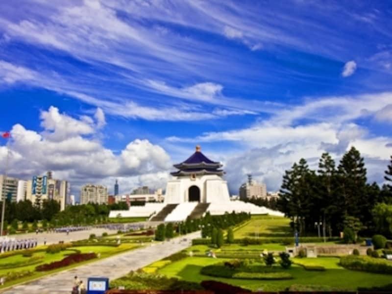 台北1日観光に必ず組み込まれる名所、中正紀念堂は一見の価値あり!写真