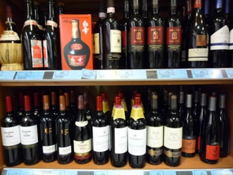 世界中から集まる各国ワインは外国料理に合わせて飲まれる