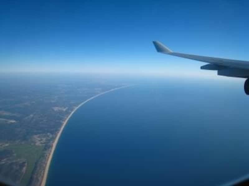 飛行機の窓から見られる地中海は絶景