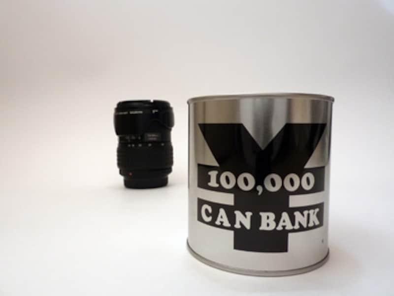 24mm相当のレンズで撮影した画像。後ろの交換レンズが遠くにあるように見える。