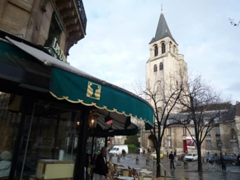 サンジェルマン・デ・プレ教会(右)とカフェ・ドゥ・マゴ(左)はこのエリアのシンボル的存在