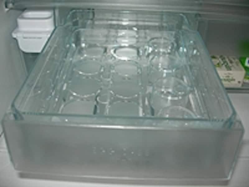 14個入る卵ケース。内側のケースをひっくり返してパックのまま入れたり、バラバラに入れたり使い勝手がイイ!