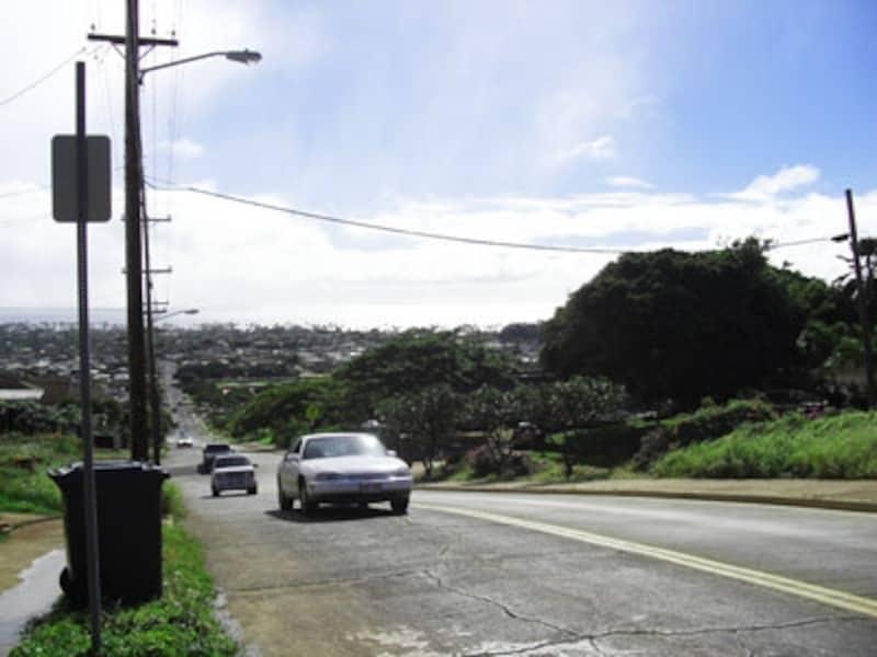 カイムキの裏通りからカハラ方面を見下ろす風景は、ホノルルの絶景スポットの1つ