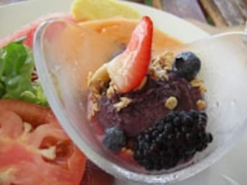朝食ブッフェのミニ・アサイボウル。アラカルトには大きなサイズも