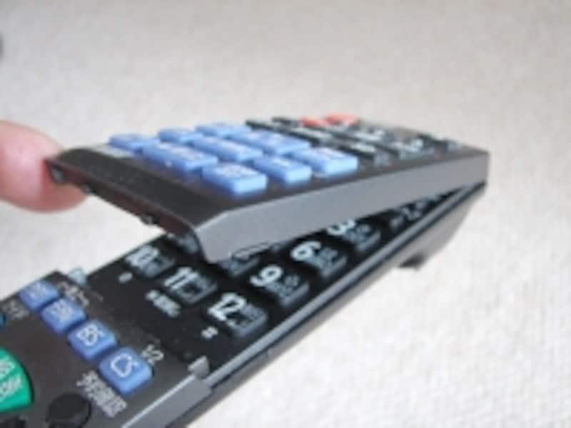 フタがあり、外と中にボタンが二重に配置されている例。