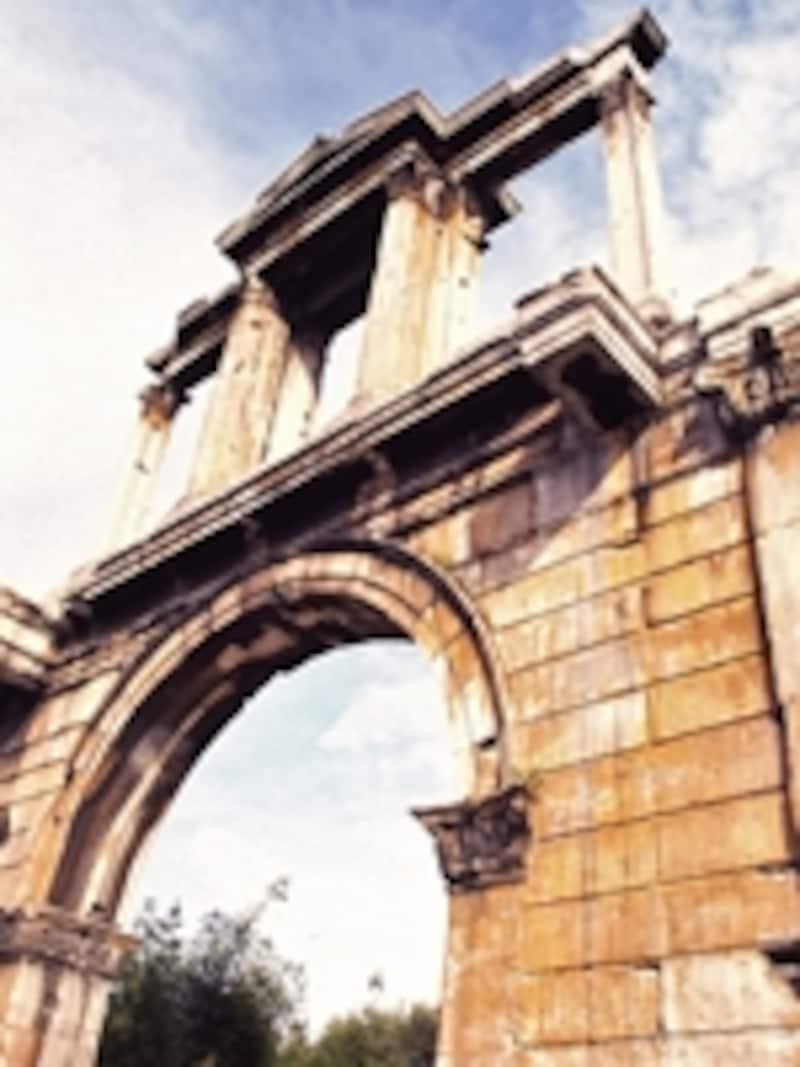 ローマ時代、アテネの新市街と旧市街を分けていたアドリアヌス門©牧哲雄