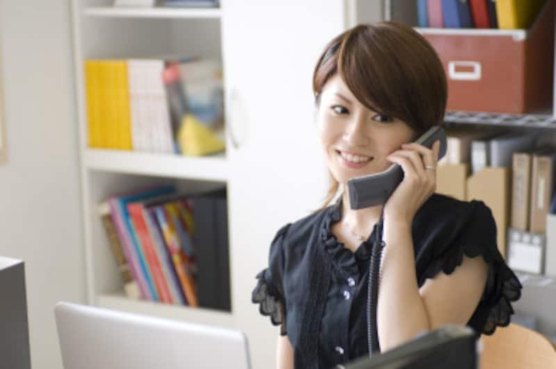 英語での電話対応フレーズ集!ビジネスシーンに使える便利な英語を紹介
