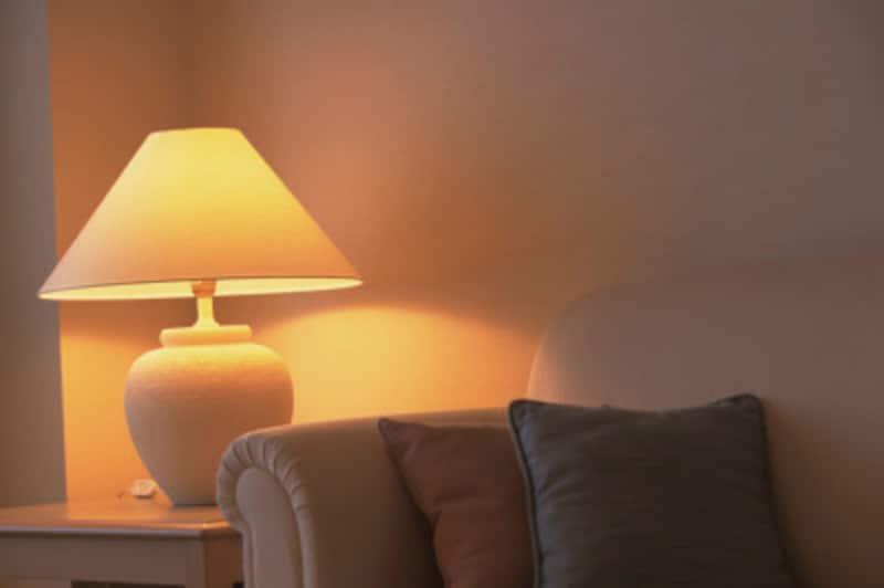 海外のホテルでは、照明がすべてスタンド式で、天井にライトがないこともあります