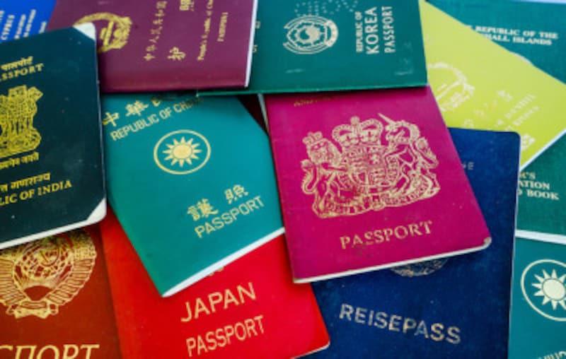 E/Dはembarkation(出国) / disembarkation(入国)の略。「出入国カード」を意味する