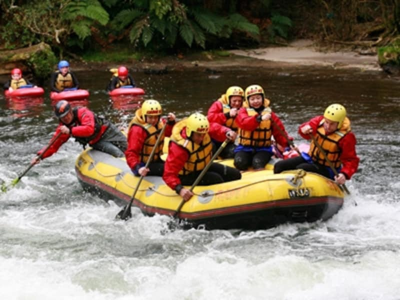 急流をゴムボートで下るラフティング©ニュージーランド政府観光局